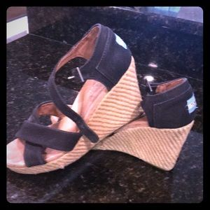 🌸ladies Toms wedges size 9